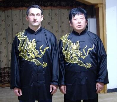 Чэнь Юй и Сергей Кузьминский на торжественном вручении дипломов об окончании обучения очередного этапа тайцзи-цюань и нэйгун