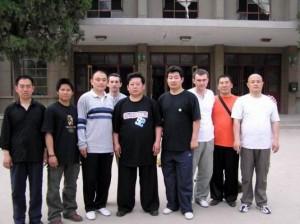 Чэнь Юй с китайскими учениками в Чэньцзягоу